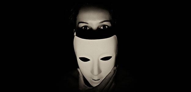 La máscara para la persona de los afrechos para la piel seca