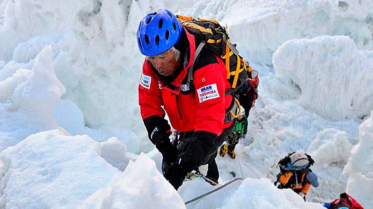 Japonés-conquistó-el-Everest-a-los-80-años