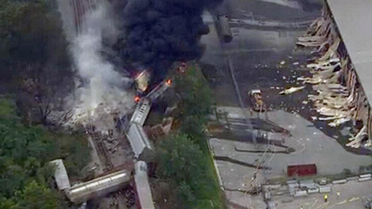 Tren-se-descarriló-y-causó-gigantesca-explosión