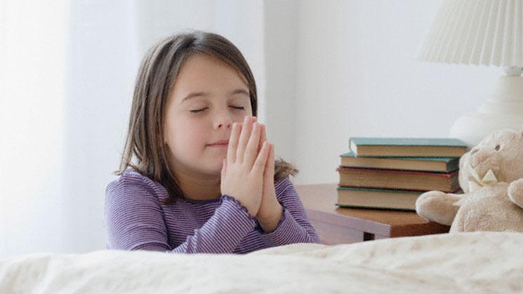 niña-orando
