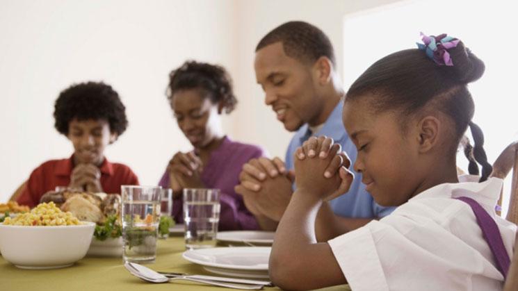 familia-orando