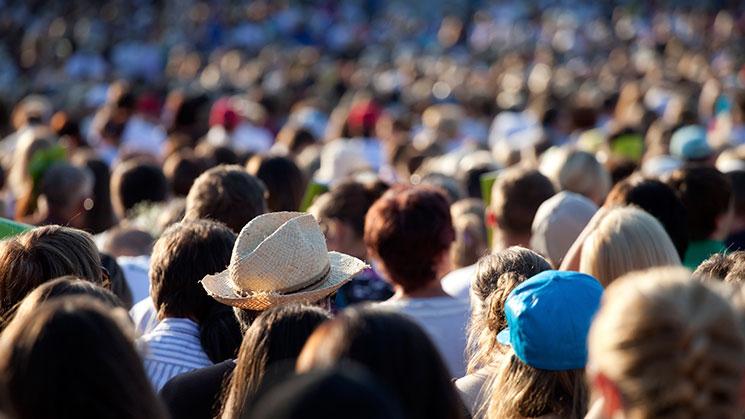 la-multitud
