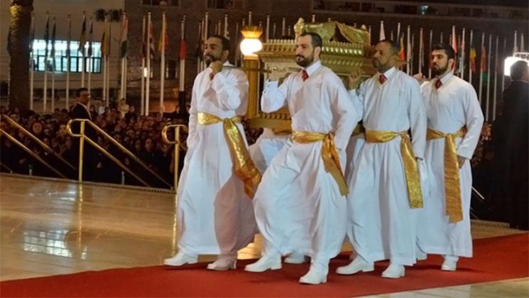 sacerdotes-arca-templo